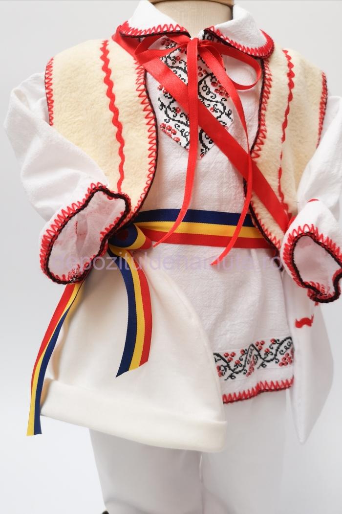 Costum national baiat dmr  Costum national baiat dmr